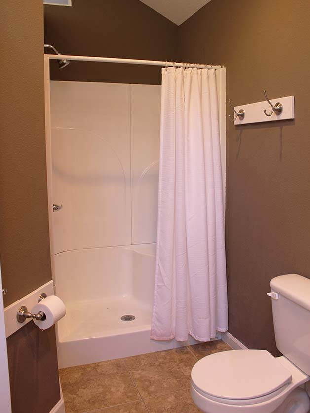 Norris Lake Villas | Norris Lake Cabin Rentals | Cedar Cove Lakeside Cabin Shower