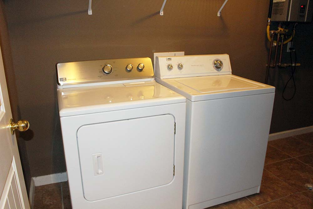 Norris Lake Villas | Norris Lake Cabin Rentals | Cedar Cove Lakeside Laundry Room