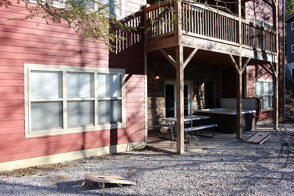 Norris Lake Villas | Norris Lake Cabin Rentals | Cedar Cove Lakeside Cabin Patio