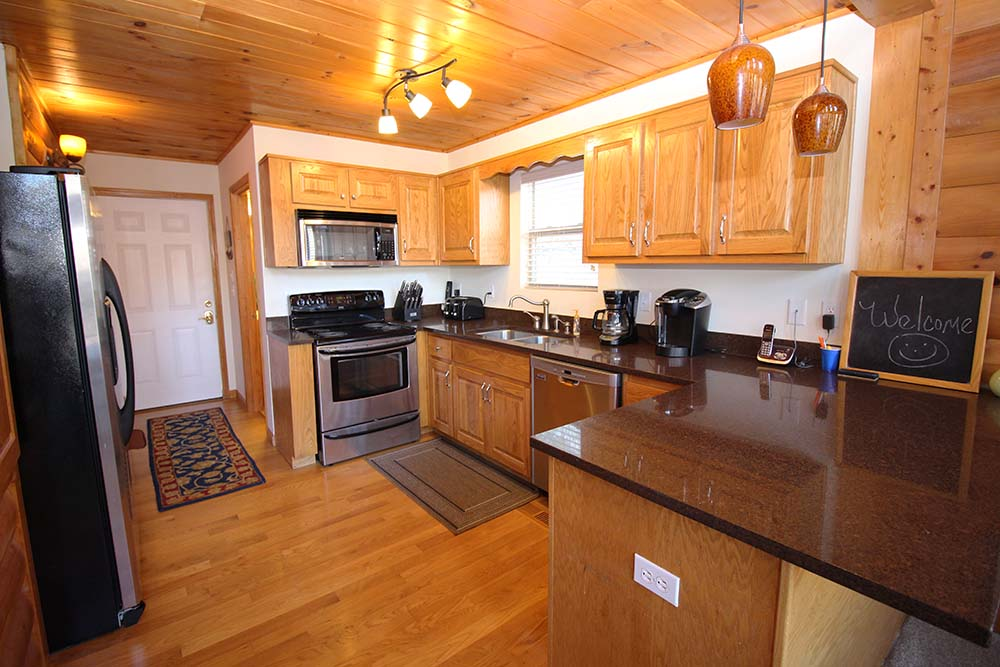 Norris Lake Villas | Norris Lake Cabin Rentals | Jolly Mon Lakeside Cabin Kitchen