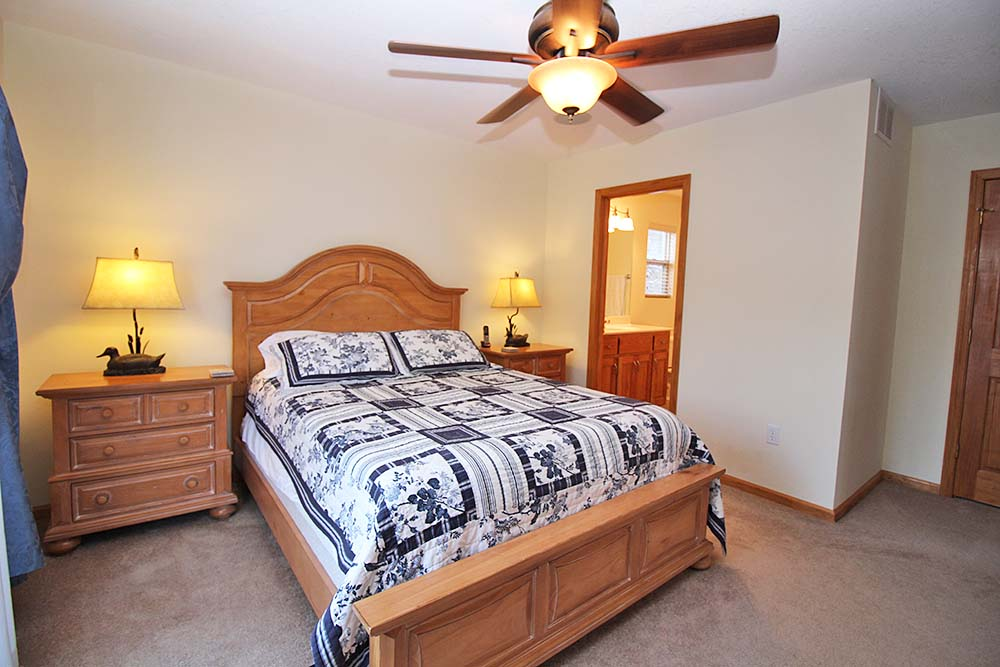 Norris Lake Villas | Norris Lake Cabin Rentals | Jolly Mon Lakeside Cabin Bedroom