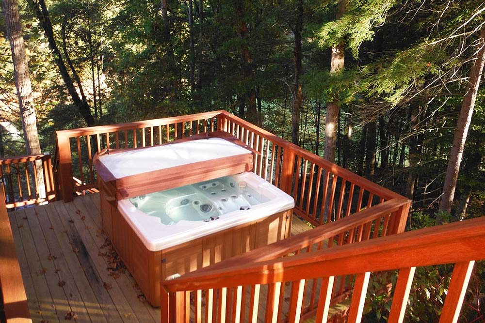 Norris Lake Villas | Norris Lake Cabin Rentals | Jolly Mon Lakeside Cabin Hot Tub