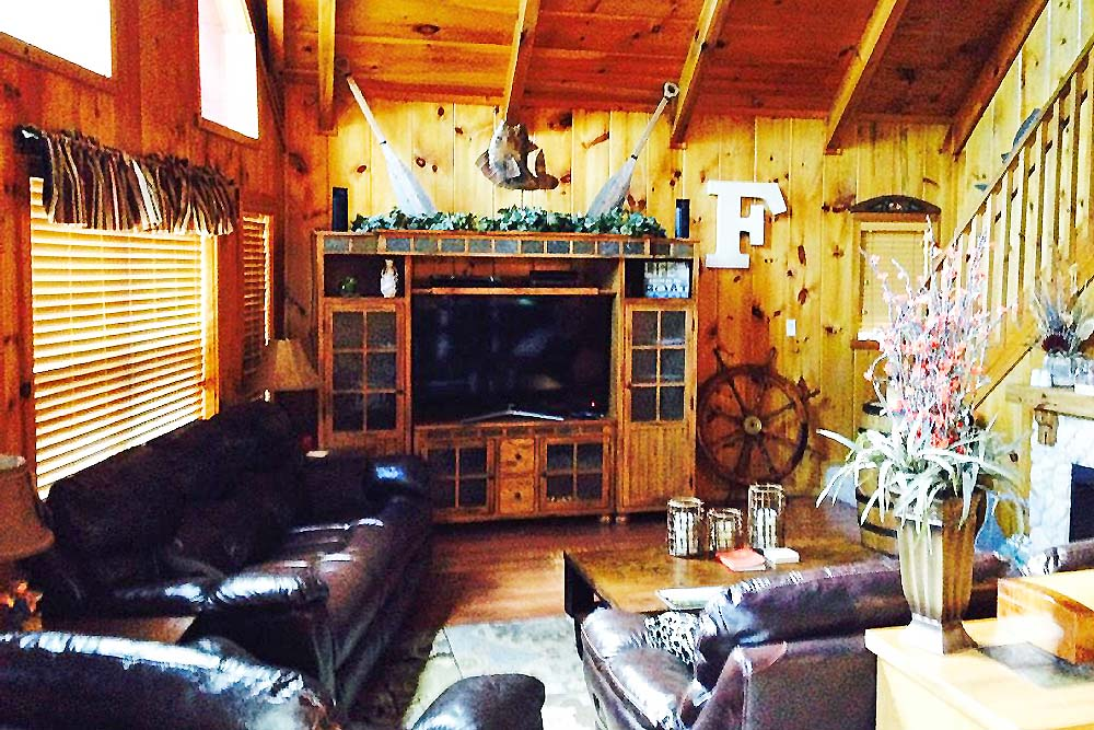 Norris Lake Cabin Rentals | Knopp's Landing Lakeside Cabin Great Room | Norris Lake Villas