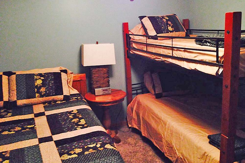 Norris Lake Cabin Rentals | Knopp's Landing Lakeside Cabin Bedroom | Norris Lake Villas