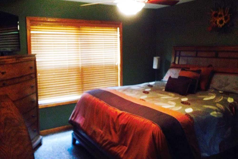 Norris Lake Cabin Rentals | Knopp's Landing Bedroom | Norris Lake Villas