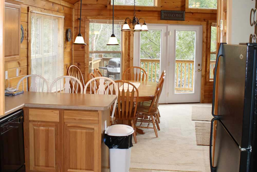 Norris Lake Villas | Norris Lake Cabin Rentals | Night Sky Lakeside Cabin Dining Room