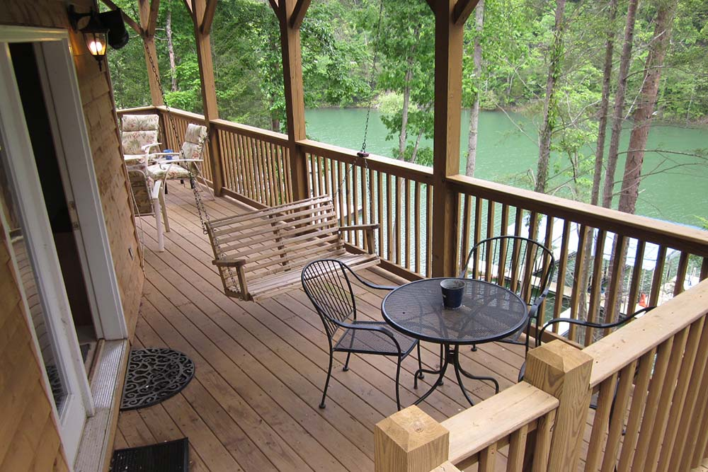 Norris Lake Villas | Norris Lake Cabin Rentals | Night Sky Lakeside Cabin Deck