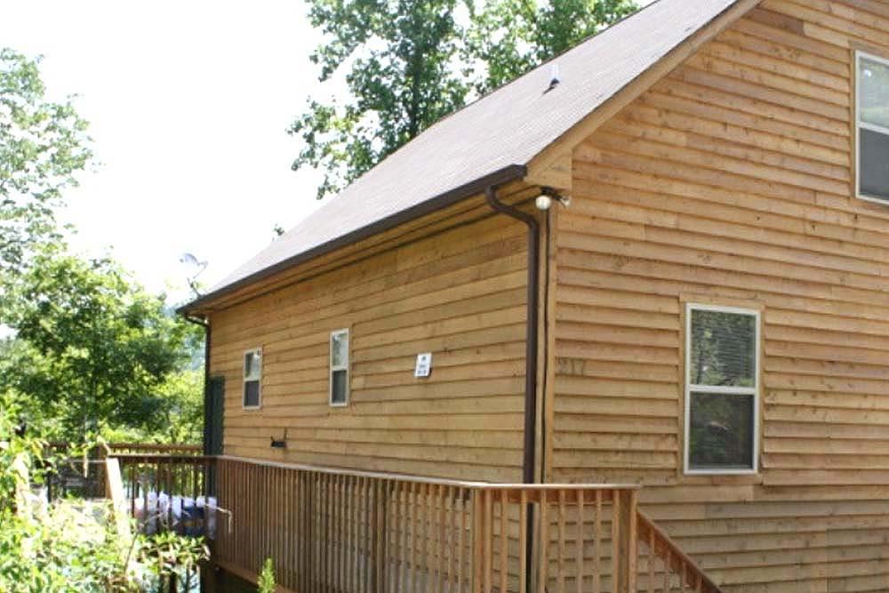 Norris Lake Villas | Norris Lake Cabin Rentals | Redneck Yacht Club Lakeside Cabin