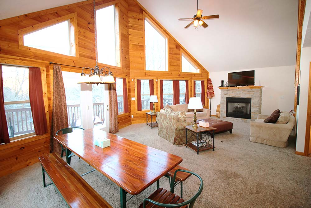 Norris Lake Villas | Norris Lake Cabin Rentals | Shady Grove Lakeside Cabin Great Room