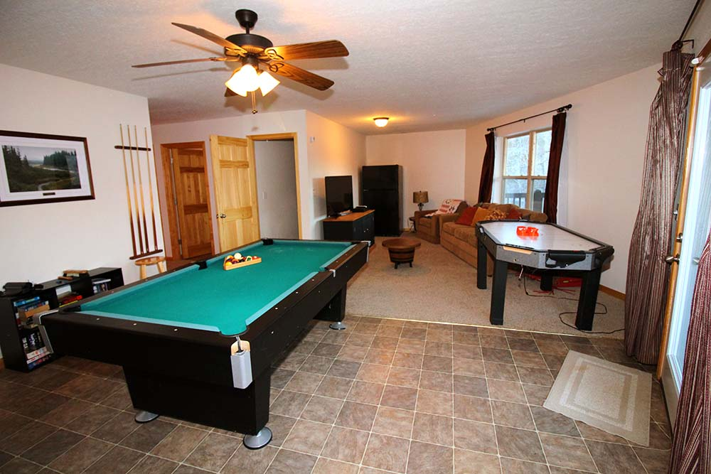 Norris Lake Villas | Norris Lake Cabin Rentals | Shady Grove Lakeside Cabin Entertainment Room