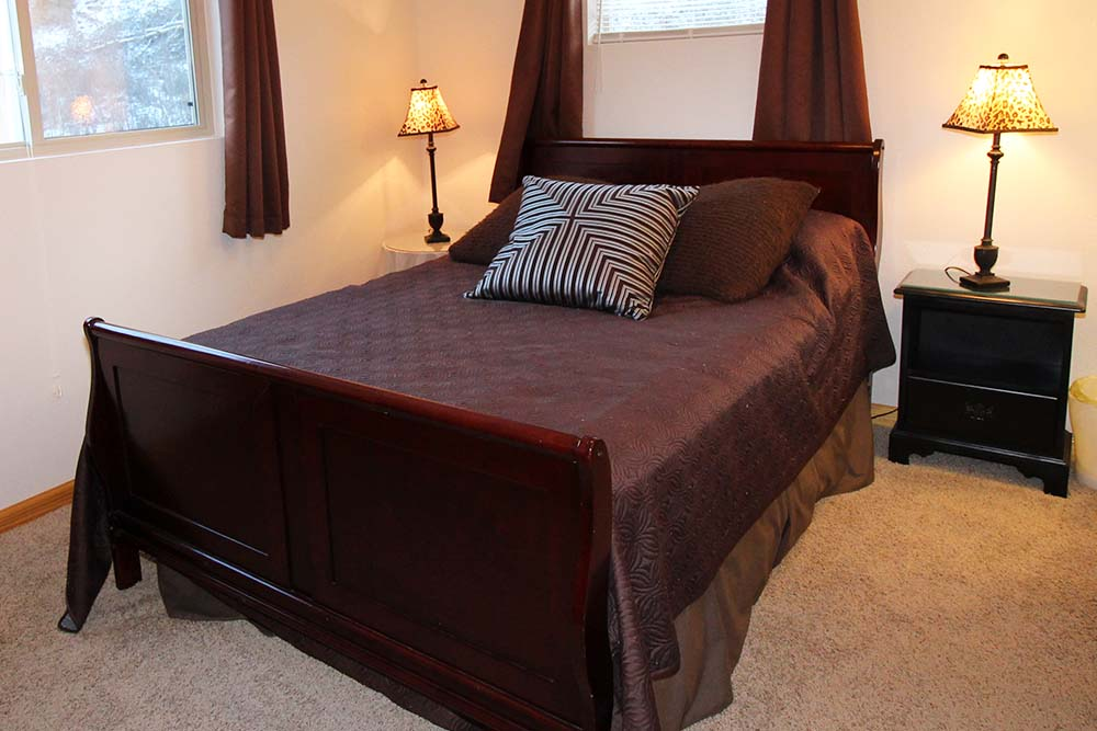 Norris Lake Villas | Norris Lake Cabin Rentals | Shady Grove Lakeside Cabin Bathroom