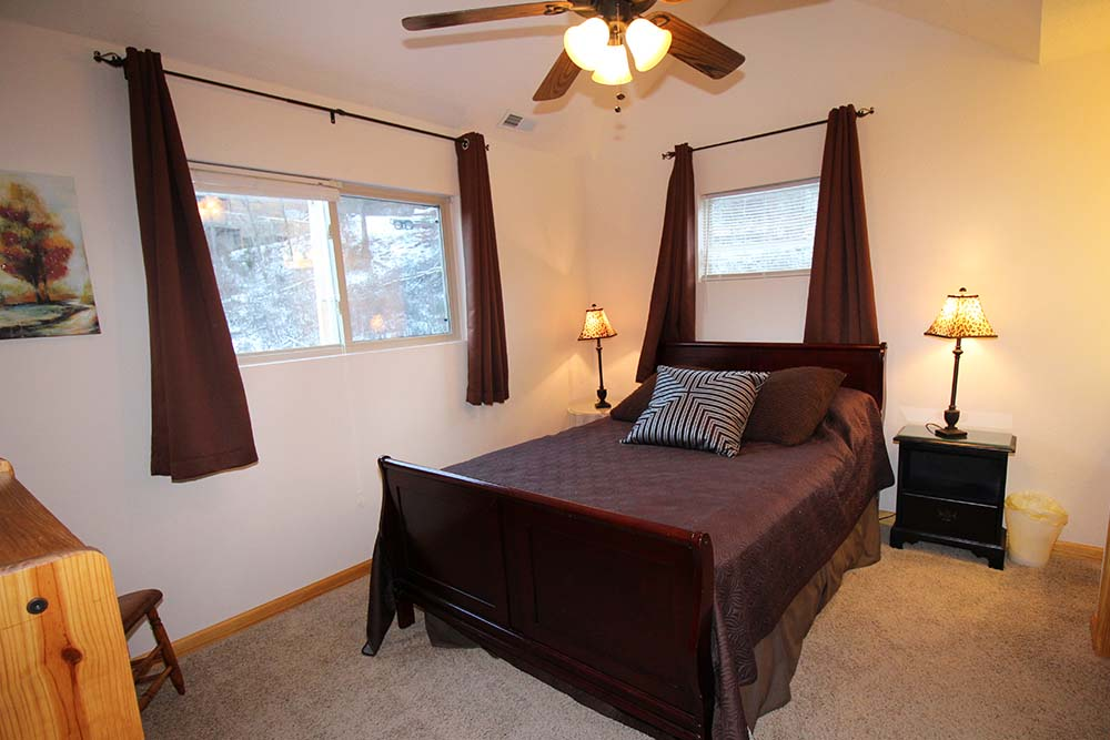 Norris Lake Villas | Norris Lake Cabin Rentals | Shady Grove Lakeside Cabin Bedroom