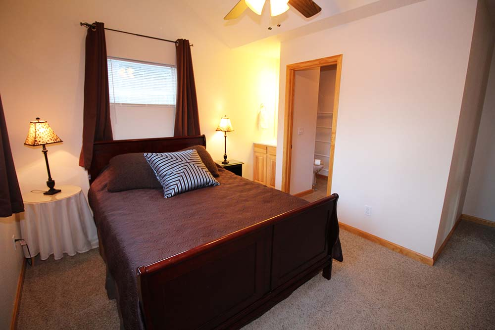 Norris Lake Villas | Norris Lake Cabin Rentals | Shady Grove Lakeside Cabin Bedroom