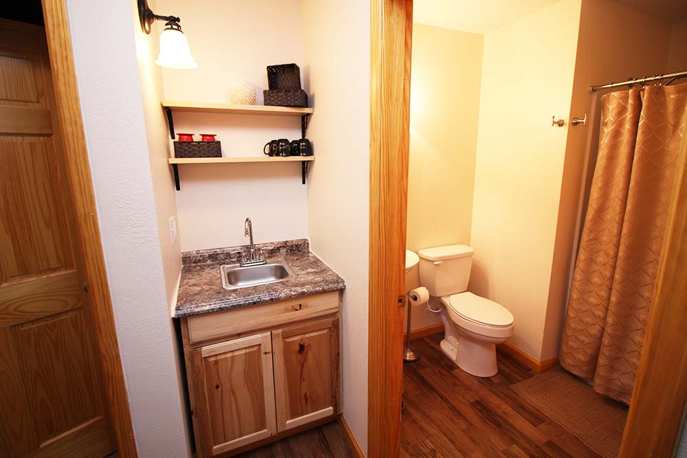 Norris Lake Villas | Norris Lake Cabin Rentals | Shady Grove Lakeside Cabin Bathroom