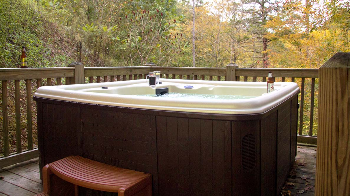 Norris Lake Villas | Norris Lake Cabin Rentals | Shady Grove Lakeside Cabin Hot Tub