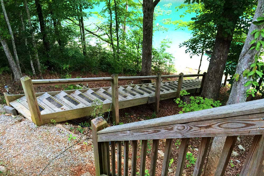Norris Lake Villas | Norris Lake Cabin Rentals | Shady Grove Lakeside Cabin Steps to Dock