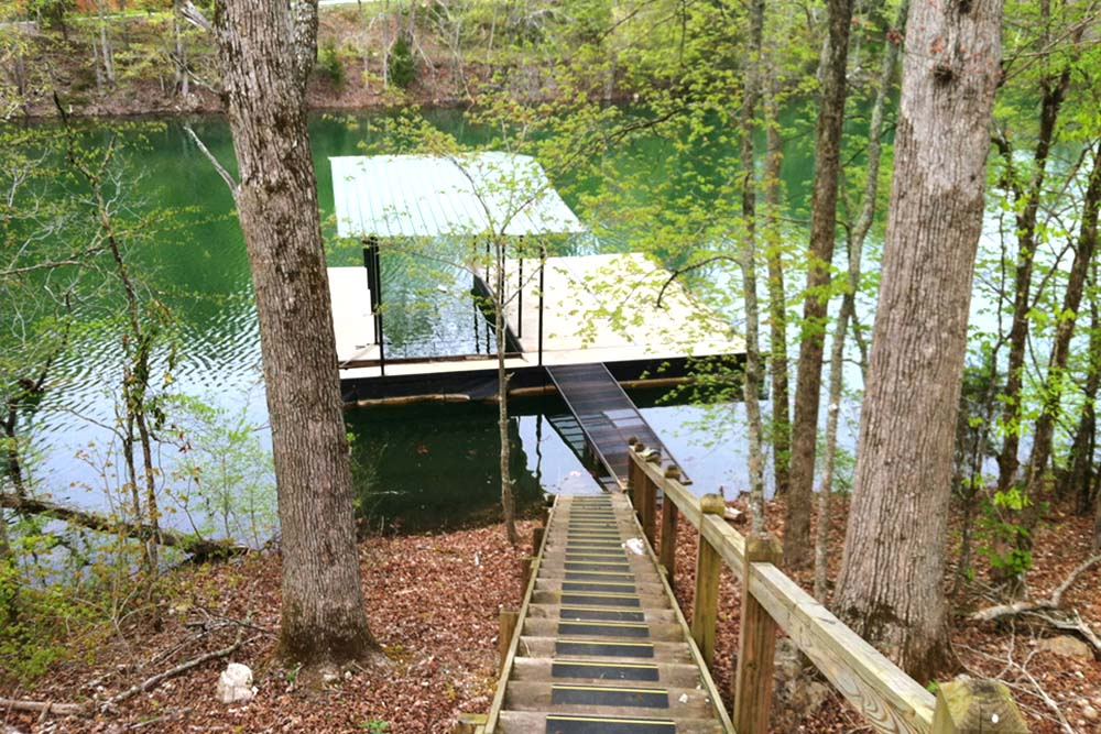 Norris Lake Villas | Norris Lake Cabin Rentals | Shady Grove Lakeside Cabin Walk to Dock