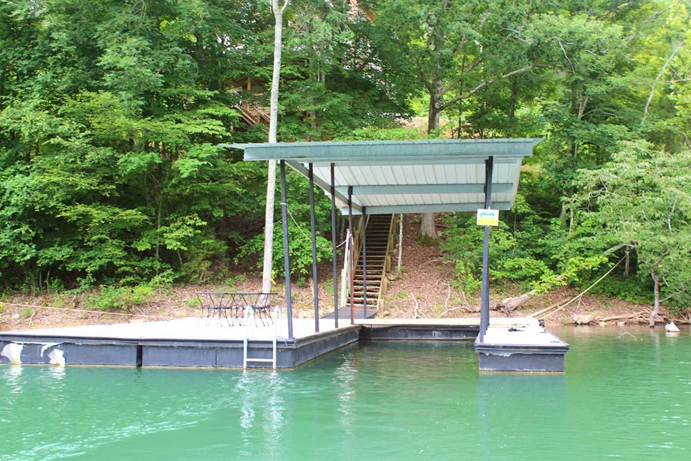 Norris Lake Villas | Norris Lake Cabin Rentals | Shady Grove Lakeside Cabin Dock