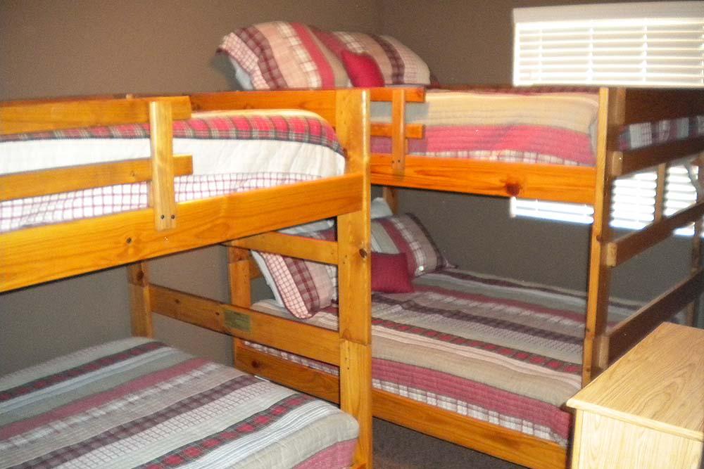Norris Lake Villas | Norris Lake Cabin Rentals | Slice of Heaven Lakeside Cabin Bunk Beds