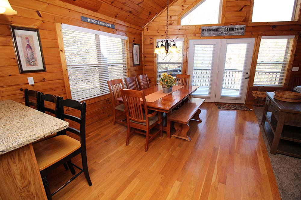 Norris Lake Villas | Norris Lake Cabin Rentals | Wake Dreams Lakeside Cabin Living Room
