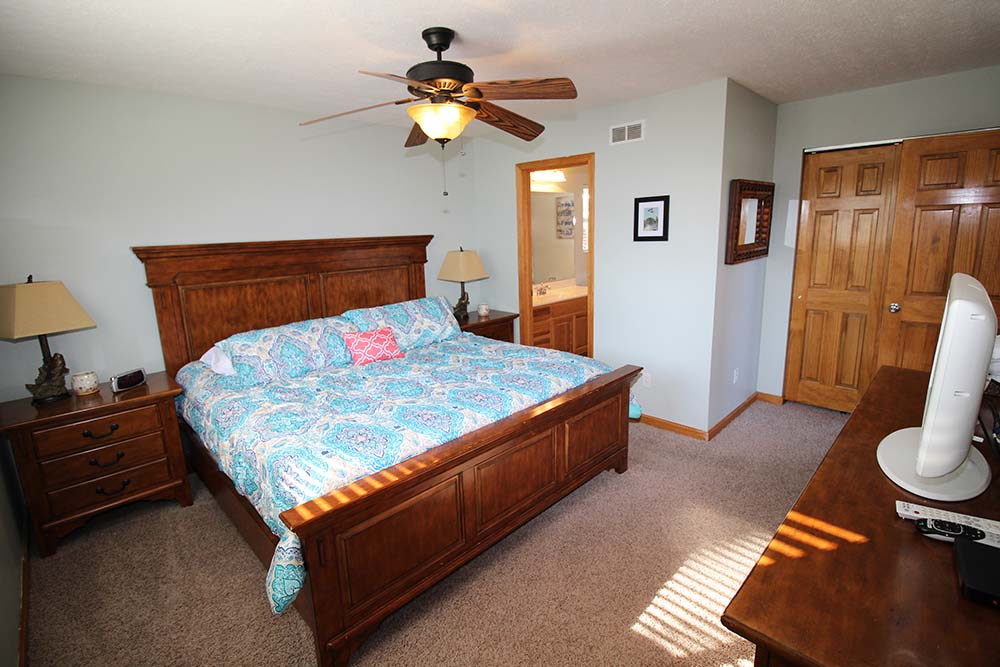 Norris Lake Villas | Norris Lake Cabin Rentals | Wake Dreams Lakeside Cabin Bedroom