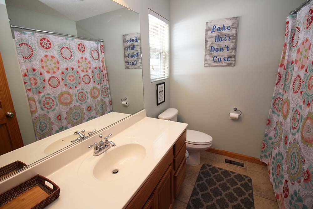 Norris Lake Villas | Norris Lake Cabin Rentals | Wake Dreams Lakeside Cabin Bathroom