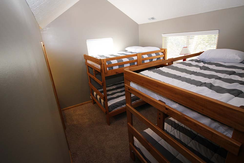 Norris Lake Villas | Norris Lake Cabin Rentals | Wake Dreams Lakeside Cabin Bunk Beds