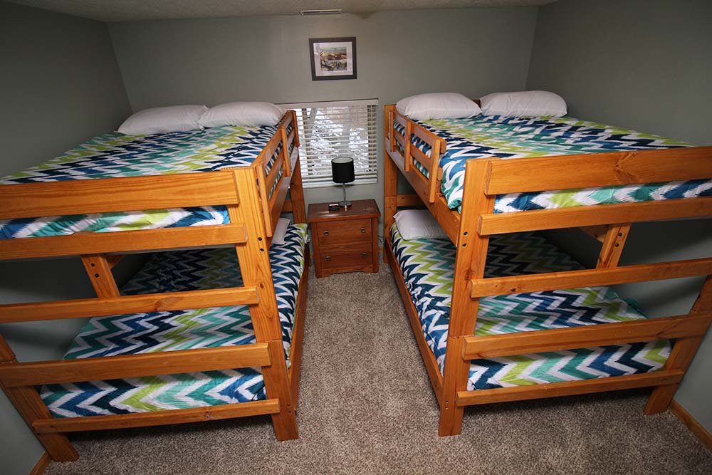 Norris Lake Villas | Norris Lake Cabin Rentals | Wake Dreams Lakeside Cabin Bedroom Bunk Beds