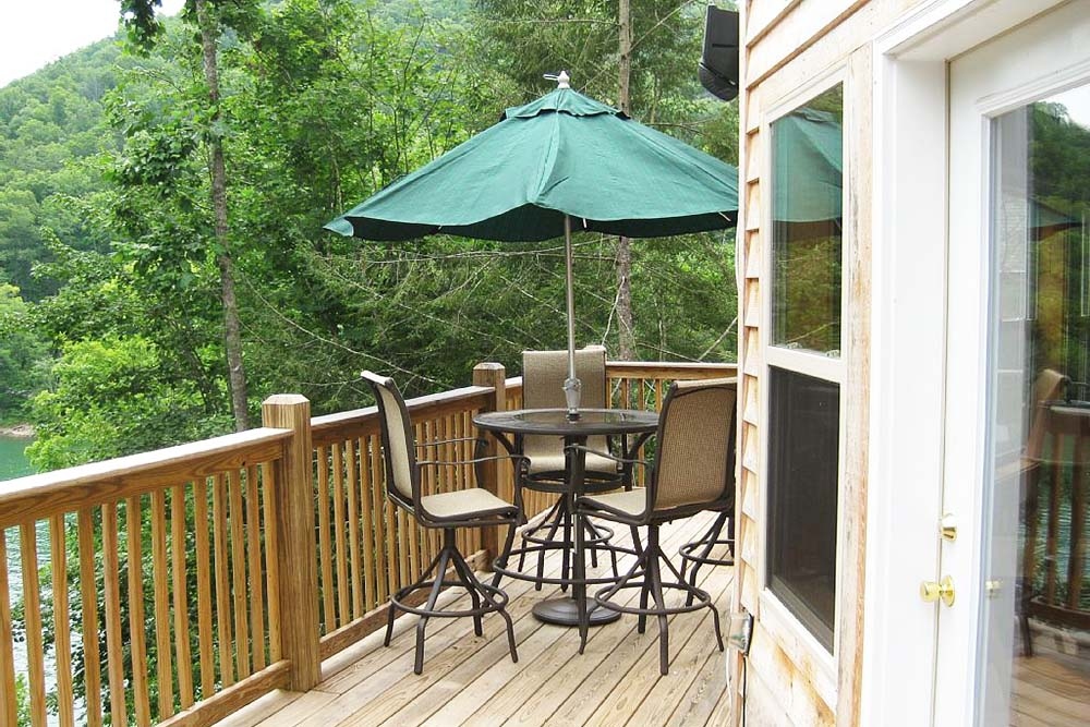 Norris Lake Villas | Norris Lake Cabin Rentals | Wake Dreams Lakeside Cabin Deck/Balcony